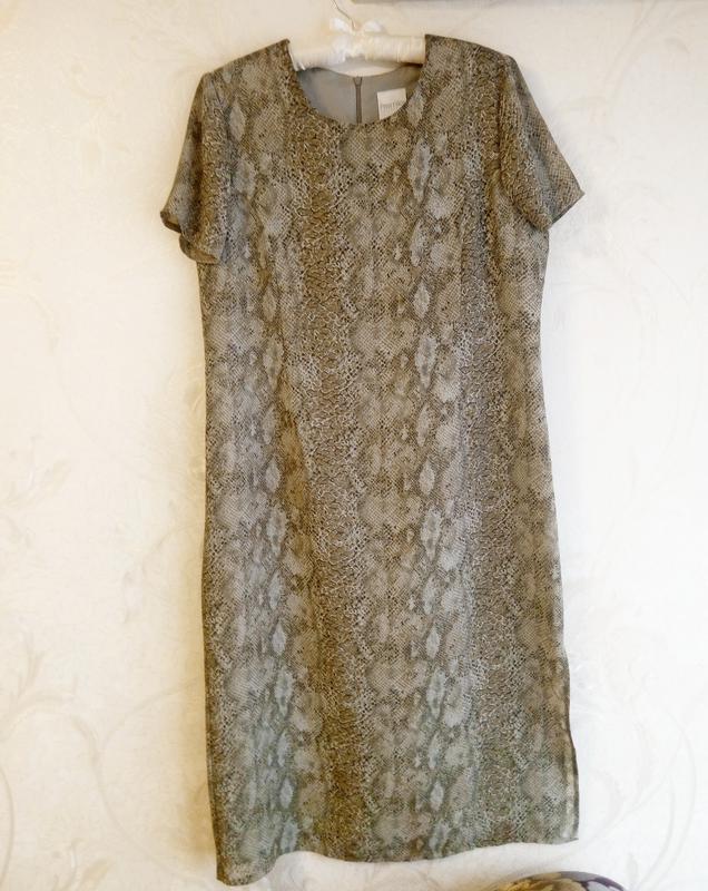 Платье в принт под рептилию