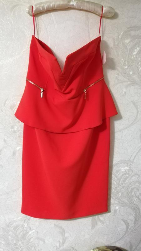 Шикарное красное открытое платье
