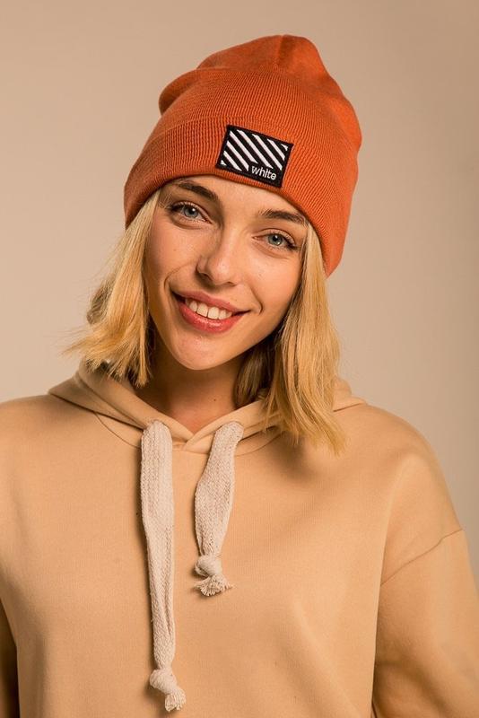 Крутая женская шапка бини