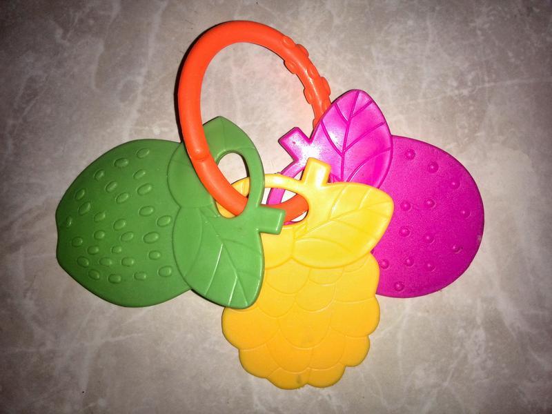 Прорезыватель дракоша и 3 фруктика 2 шт