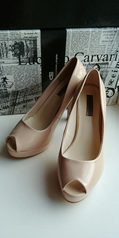 Лаковые туфли с открытым носочком