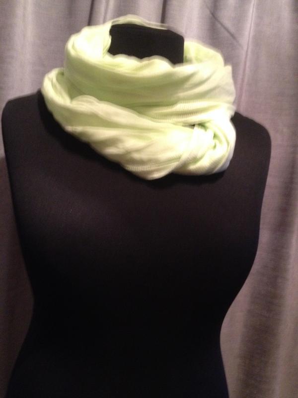 Яркий коттоновый шарф хомут.
