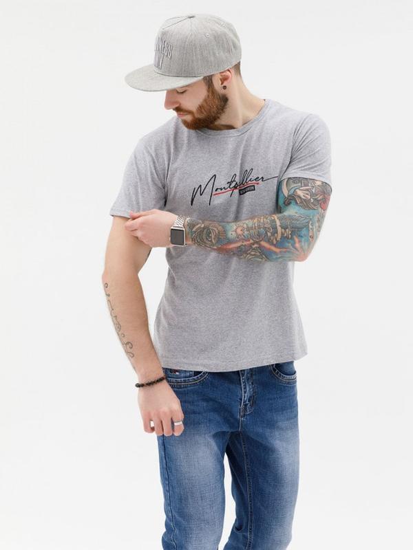 Серая трикотажная футболка с надписью