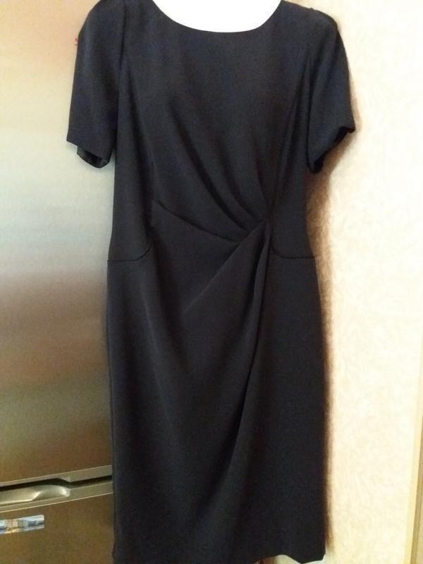 Стильное платье футляр дорогого бренда--10\12р                ...