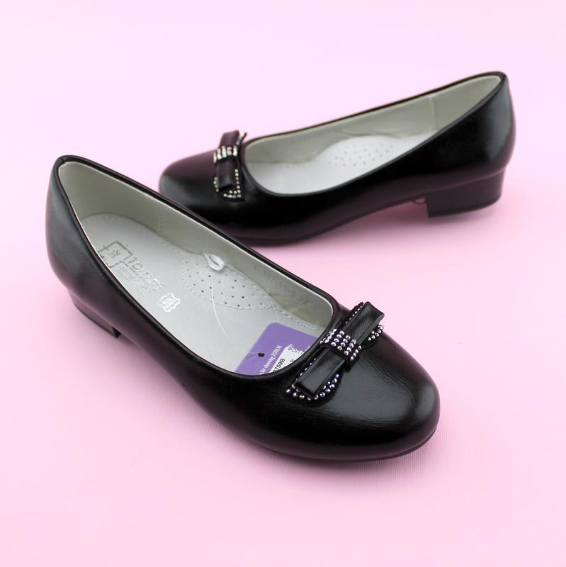 Черные туфли на каблучке для девочки