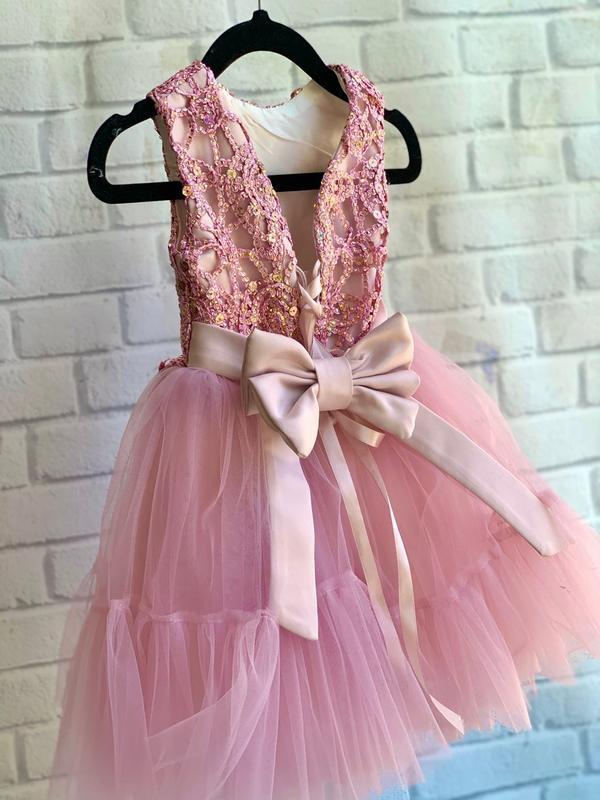 Нарядное платье для малышки с бантом