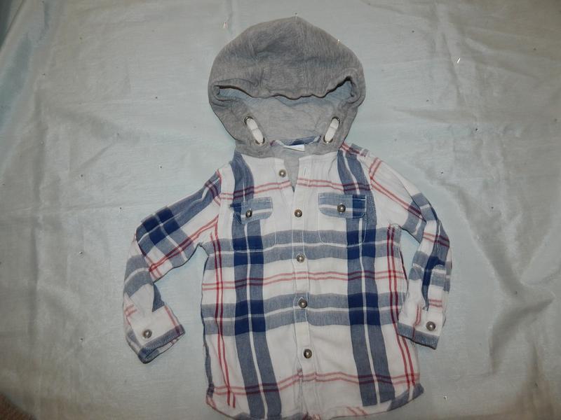 Рубашка в клетку на мальчика 2-3 года с трикотажным  капюшоном...