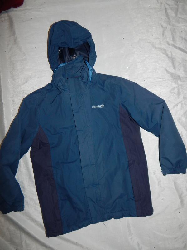 Куртка демисезонная на мальчика 9-10 лет 140см