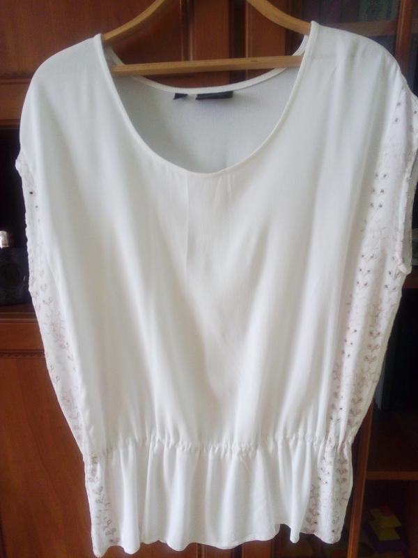 Белоснежная блуза из вискозы с вышивкой