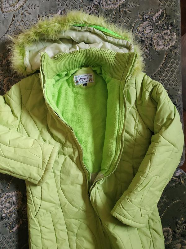 Теплое салатовое пальто для девочки - Фото 2