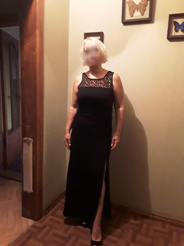 Трикотажное платье в пол с кружевом