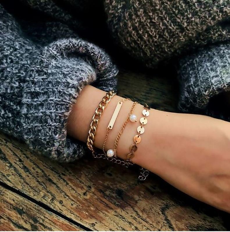 Набор браслетов 4 штуки золотистого цвета