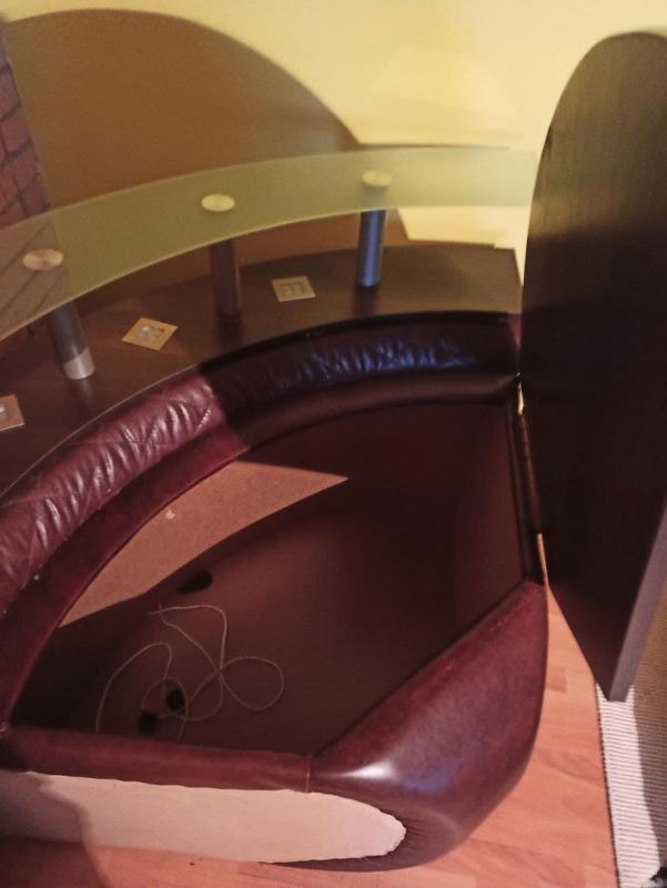Розкладний шкіряний диван з кріслом та столиком - Фото 6