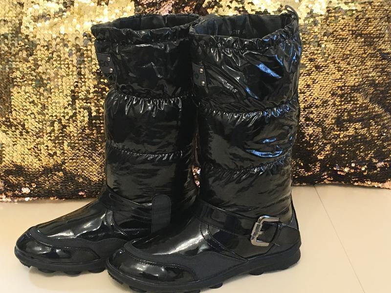 Новые черные лаковые сапоги дутики на платформе