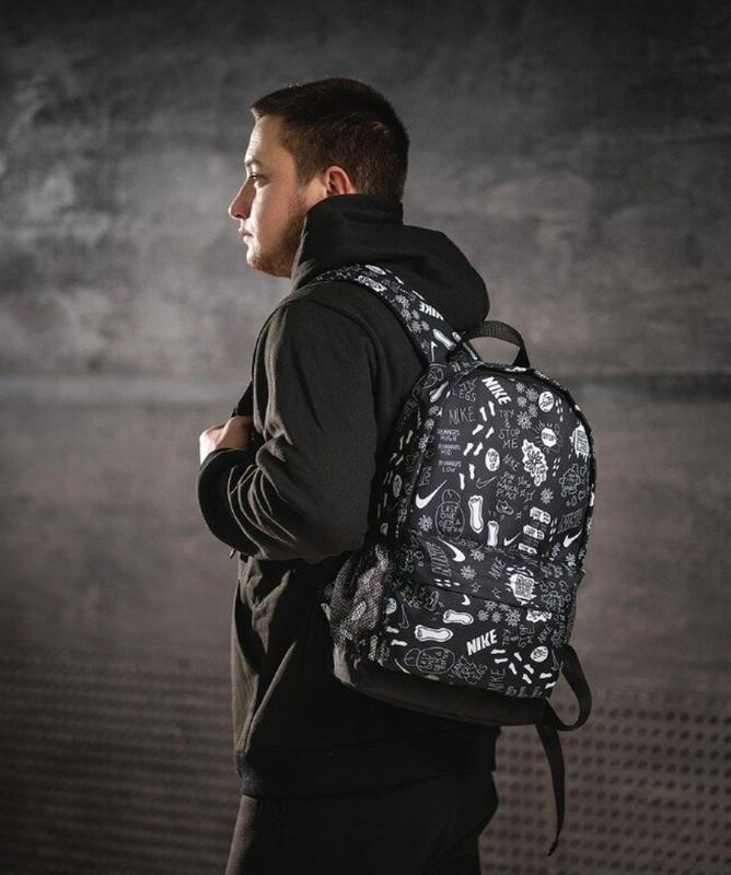 Стильный черно-белый молодежный городской рюкзак - Фото 3