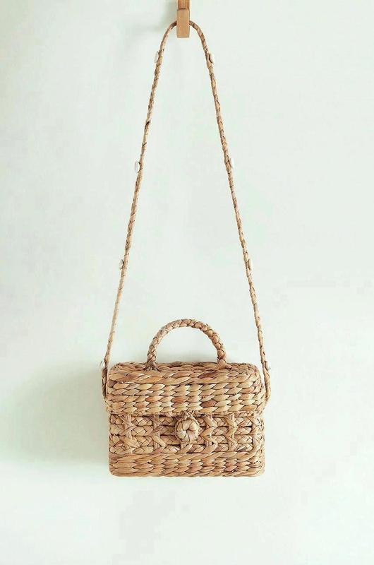 Mango новая плетеная соломенная женская сумка сундучок в руках...