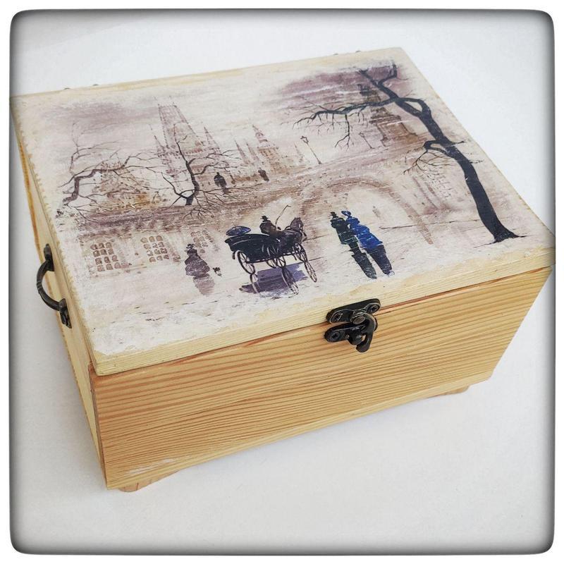 Деревянный сундучок, шкатулка для украшений в подарок