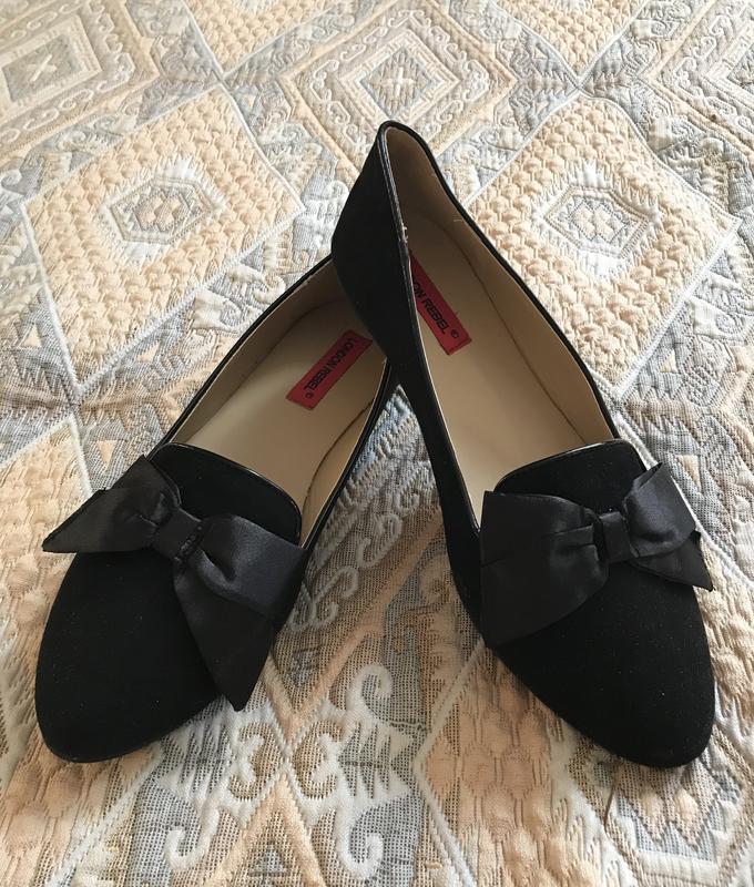 Чёрные замшевые туфли балетки с бантом London Rebel