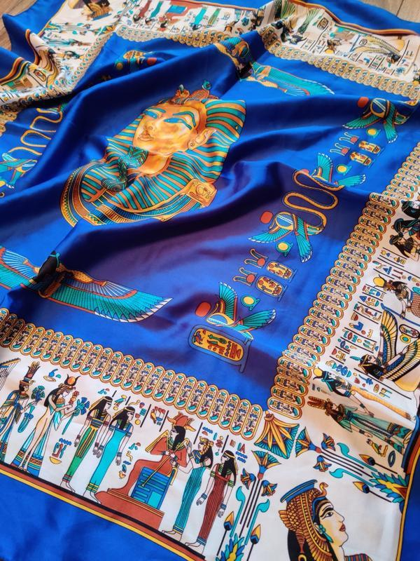 Яркий и красочный итальянский большой платок с египетскими мот...