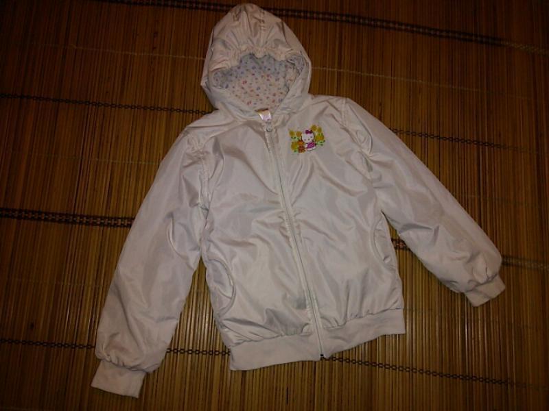 Куртка - ветровка  на  девочку 8-9 лет