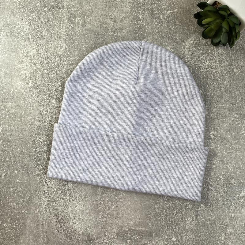 Базовая шапка в рубчик трикотаж светло серый меланж