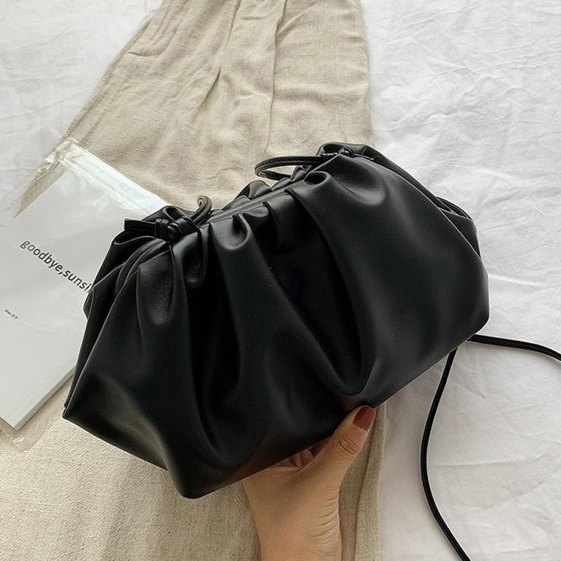 Сумка пауч женская в стиле bottega veneta. сумка клатч облако