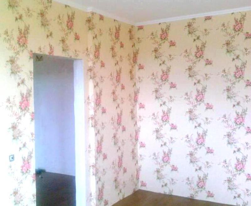 Поклейка обоев и шпаклевка стен