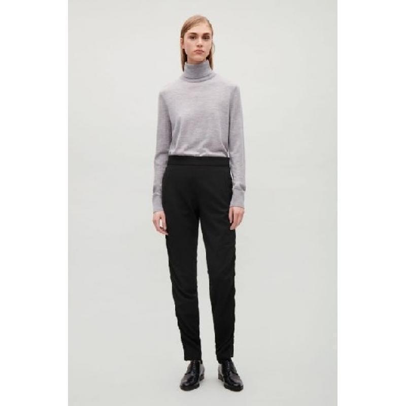 Шерстяные черные брюки присобранные по бокам cos