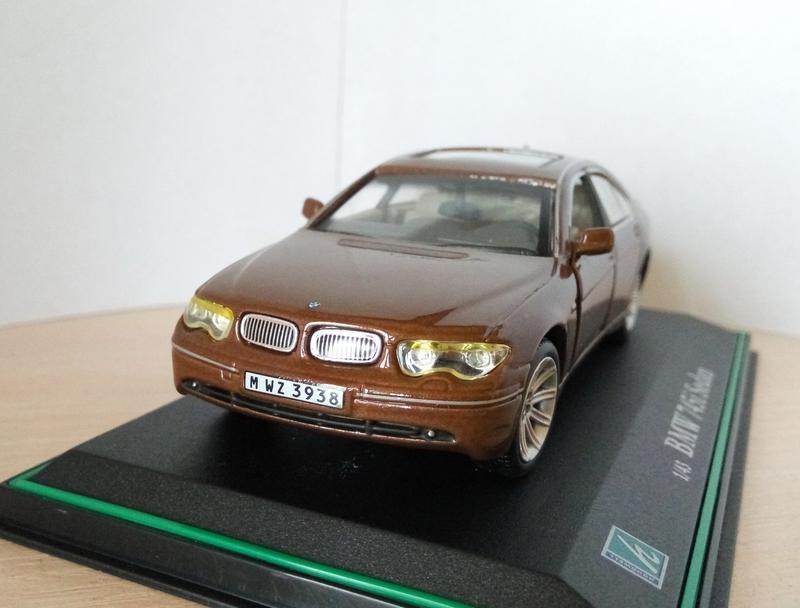 Модель 2001 BMW 745i Sedan Cararama/Hongwell, масштаб 1:43 RARE