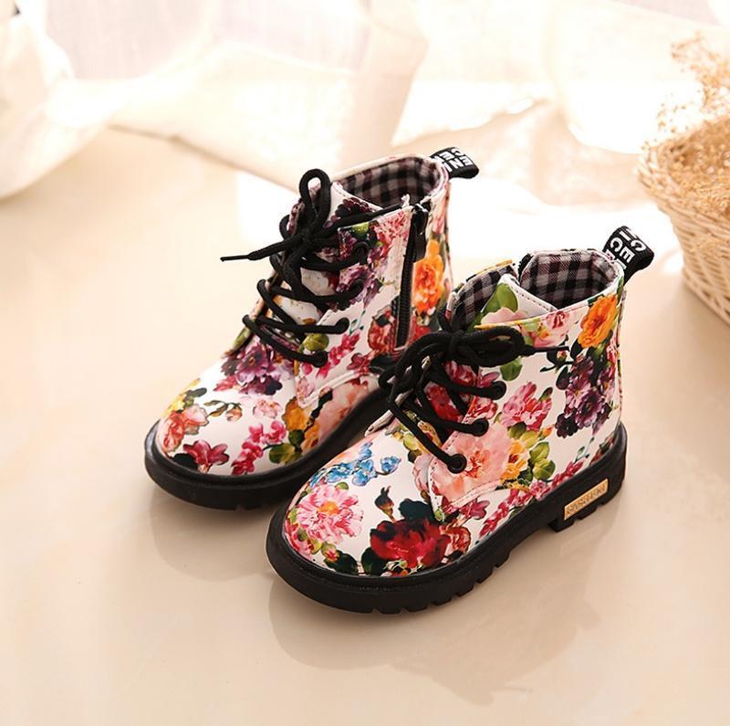 Ботинки деми лаковые цветы модные