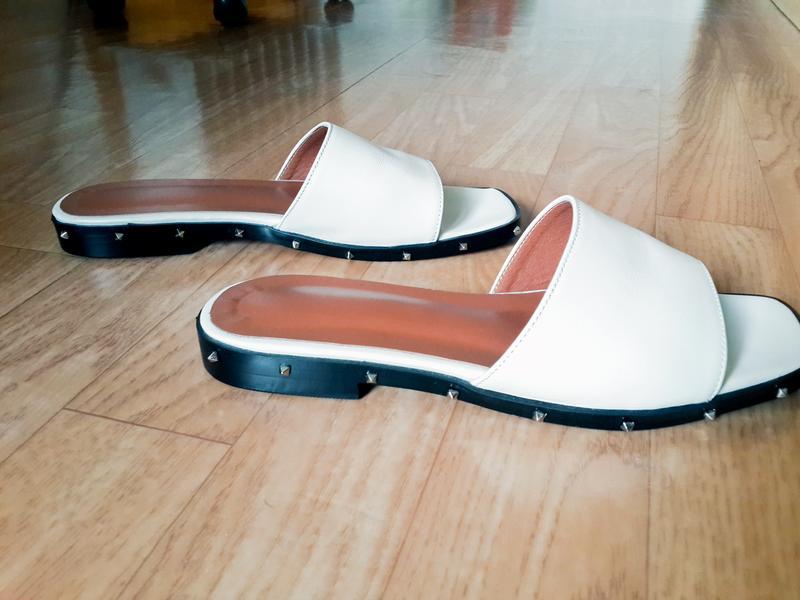 Продаю женские кожаные шлепанцы, сланцы, пляжная обувь
