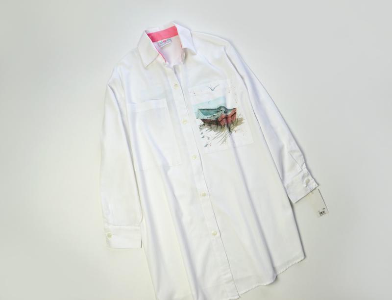 Удлиненная белая рубашка с длинным рукавом и с принтом большой...