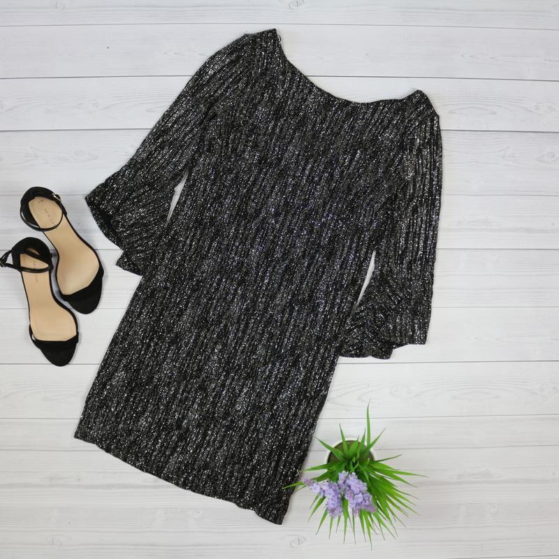 Платье блестящее, с серебристым люрексом, трапеция, рукава 3/4...