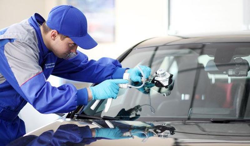 Профессиональный ремонт сколов и трещин лобовых стекол автомоб...