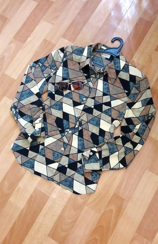 Красива блуза в геометричний  принт