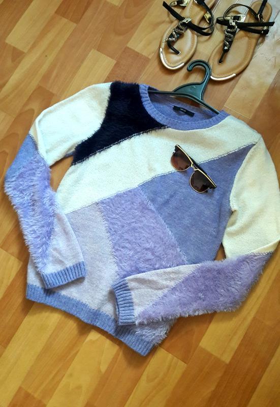 Ніжний светр з елементами травички george