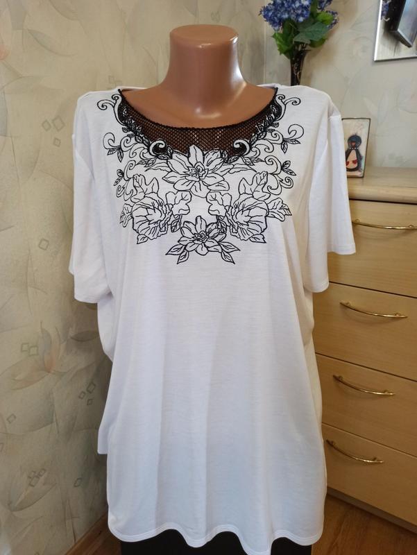Белоснежная футболка с вышивкой большой размер