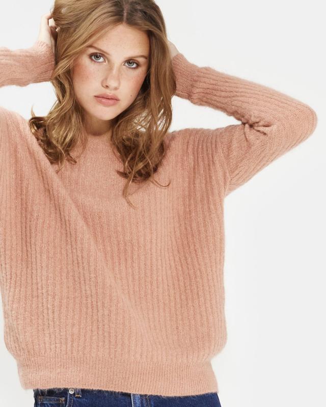 Бежево-пудровий светр з високою горловиною шерстяний теплий