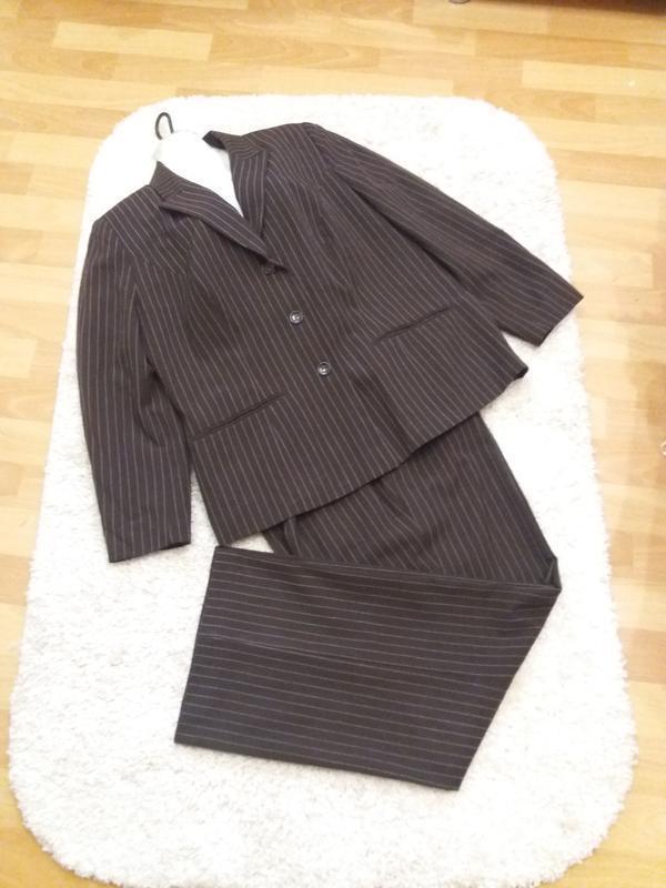 Брючный костюм деловой стильный в полоску на 54\56р