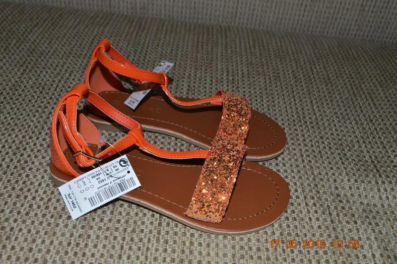 Нові яскраві сандалі next для дівчат розм. 10 (28) в наявності