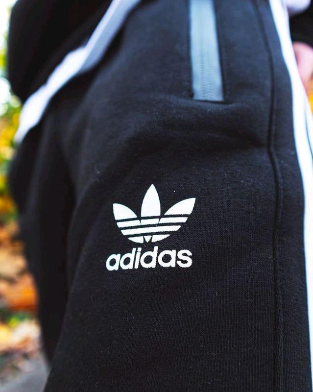 Теплый свитшот Adidas Badge черный - Фото 3