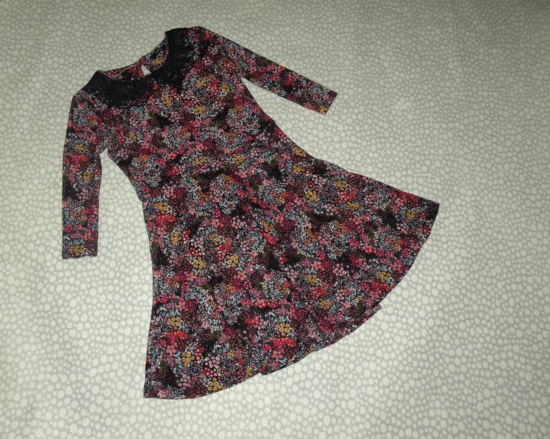 Красивое тёплое платье 8-9 лет