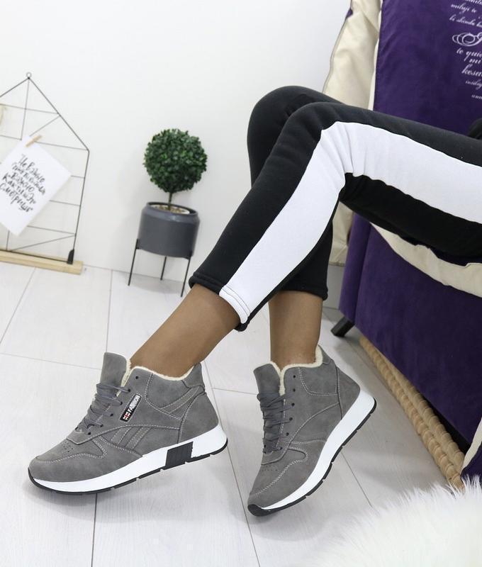 Новые шикарные женские зимние серые кроссовки