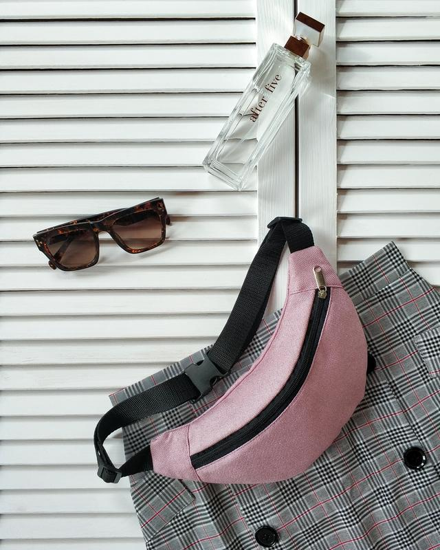 Бананка, сумка на пояс текстильная, светло розовая, фактурная.