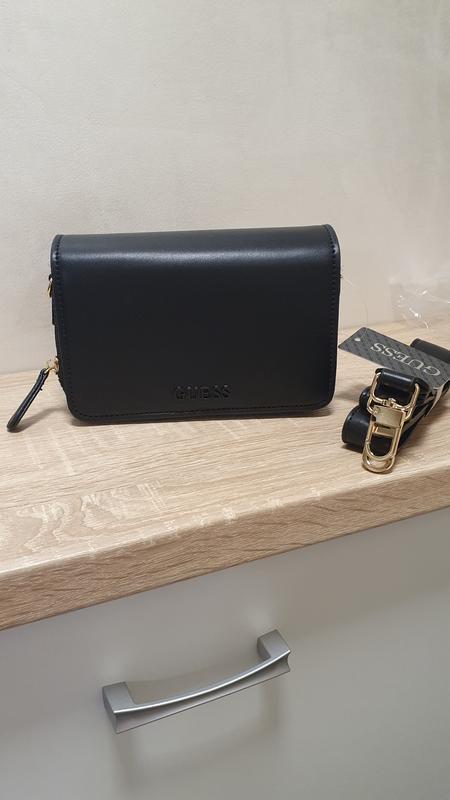 Черная стильная сумка кроссбоди на плечо от guess