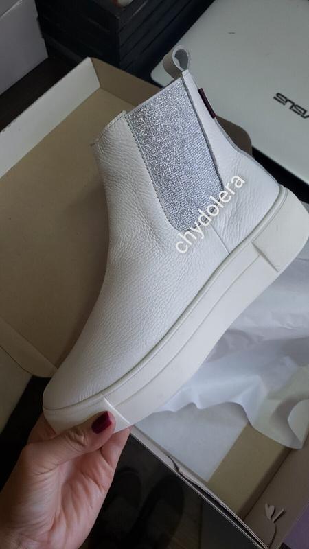 Натуральные кожаные ботинки челси белые деми