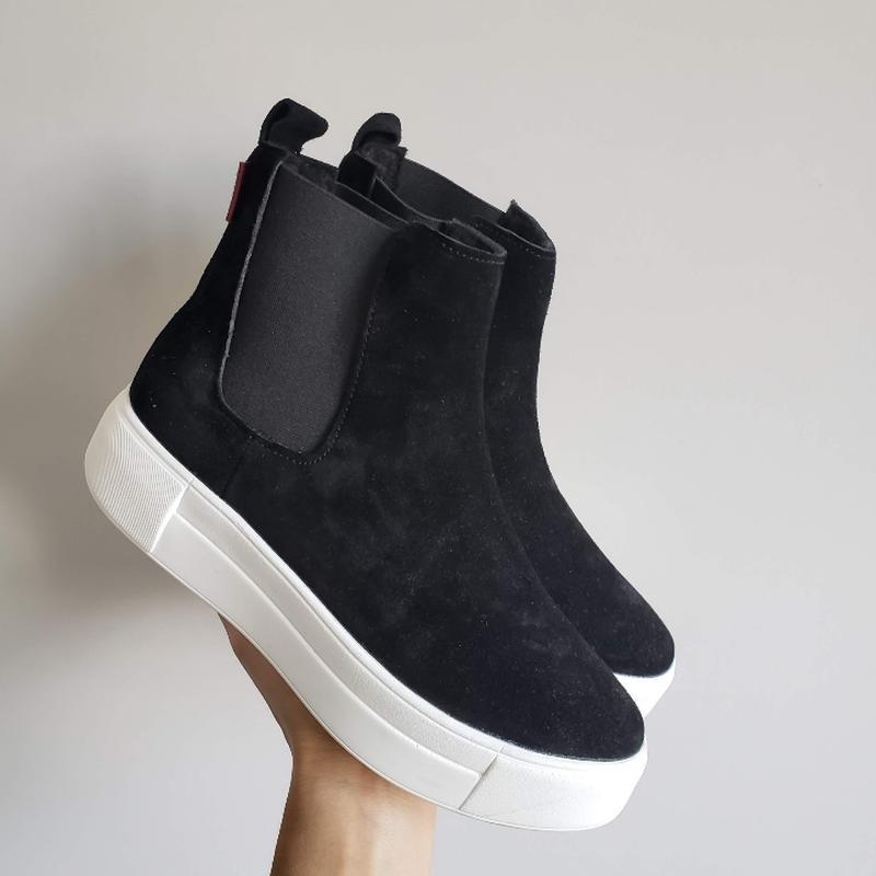 Натуральные замшевые ботинки челси