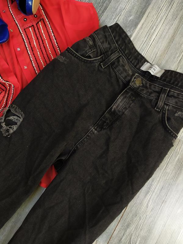 Стильные рваные базовые джинсы мом момы с высокой талией new look