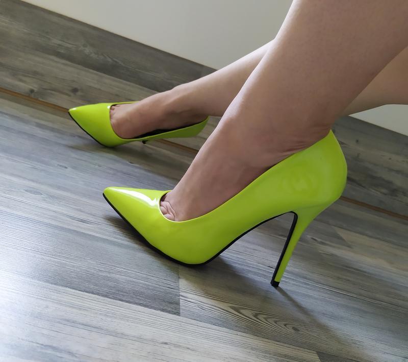 Стильные яркие туфли лодочки