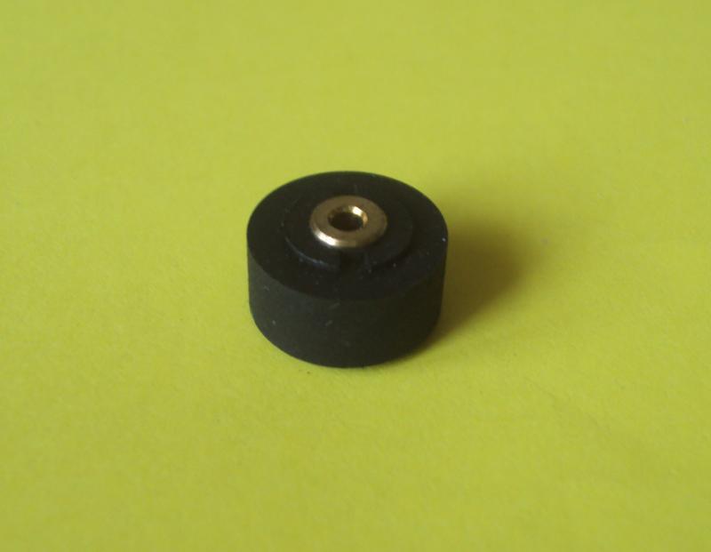 Прижимной резиновый ролик 13x2x8 кассетного магнитофона
